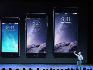 Phil Schiller, vice-presidente de marketing internacional da Apple, fala sobre o novo iPhone 6 (Foto: Justin Sullivan/Getty Images/AFP)